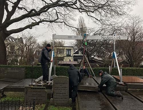 Grafkelder geopend op pittoresk begraafplaatsje in Overschie.